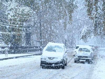 कश्मीर में जमकर बर्फबारी