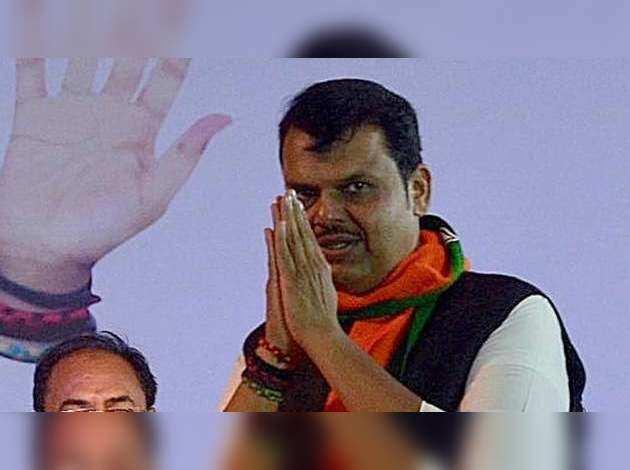 देवेंद्र फडणवीस ने महाराष्ट्र राज्यपाल को सौंपा इस्तीफ़ा, कहा- शिवसेना से कभी भी रोटेशनल CM पर नहीं हुई कोई बात