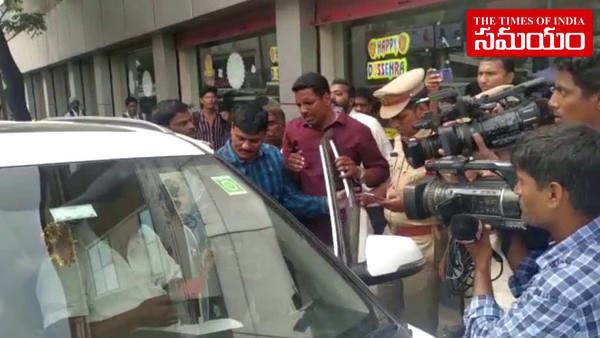 rtc jac leader raji reddy arrested in hyderabad