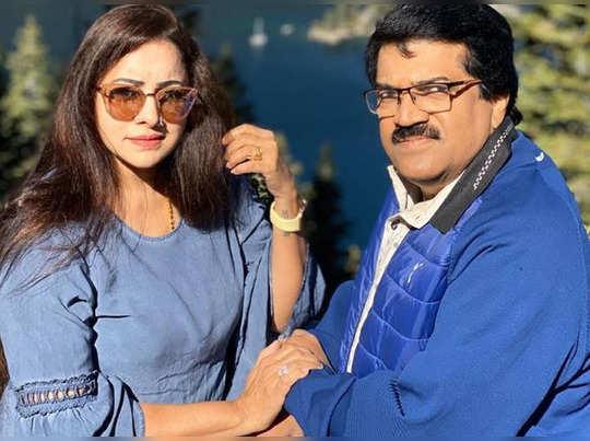 mg sreekumar and wife