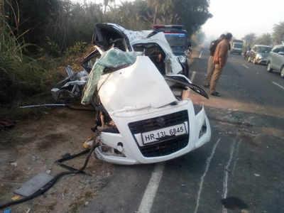 दुर्घटना में क्षतिग्रस्त वाहन