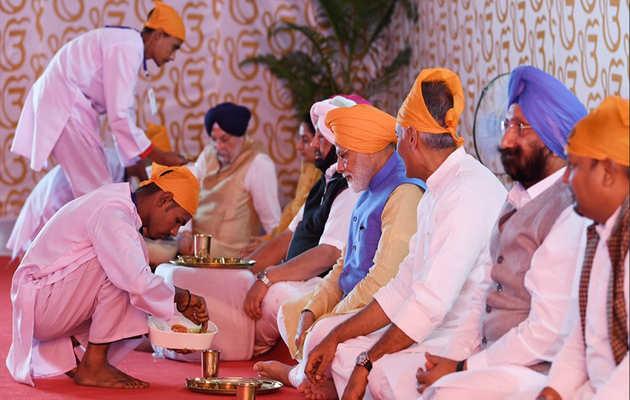 करतारपुर कॉरिडोर: PM नरेंद्र मोदी ने डेरा बाबा नानक में अमरिंदर सिंह के साथ खाया लंगर