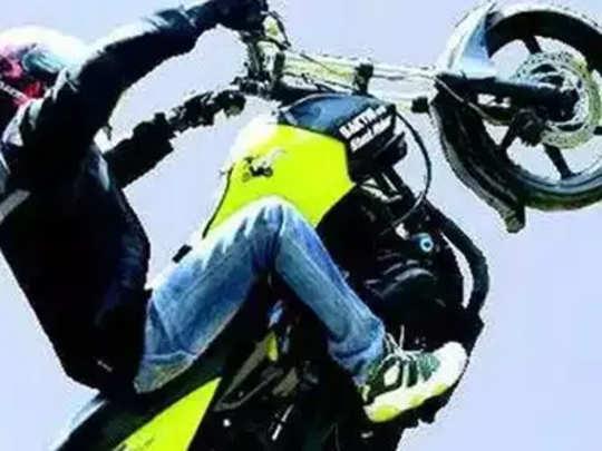 बाइक स्टंट करताना धूळ उडाली; तरुणाची हत्या