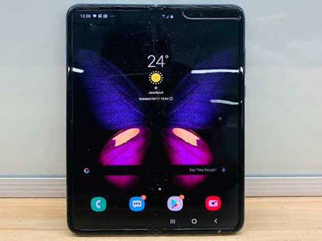 गैलेक्सी फोल्ड में है मुड़ने वाला 7.3 इंच का डिस्प्लेफोल्डेबल स्मार्टफोन में दिए गए हैं छह कैमरेवॉटरप्रूफ या डस्टप्रूफ नहीं है गैलेक्सी फोल्ड