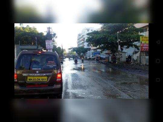 रस्त्यावर पाणी