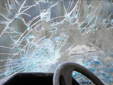 precautions and protective measures to avoid windshields crack in car