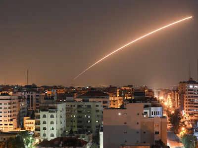 गाजा सिटी पर हमले के समय इजरायली मिसाइल