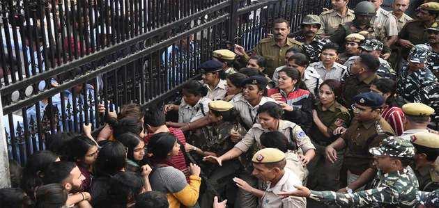 JNU प्रशासन ने हॉस्टल फीस बढ़ाने का फैसला वापस लिया