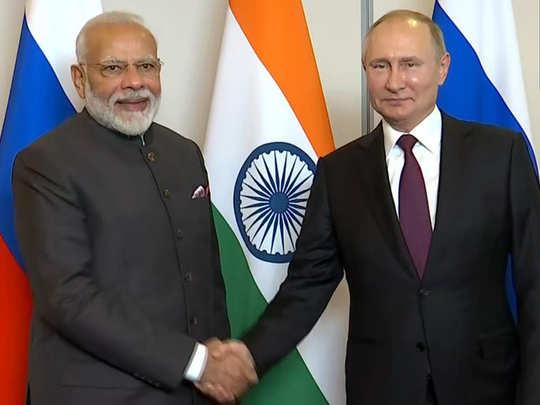 रूस के राष्ट्रपति से मिले पीएम नरेंद्र मोदी