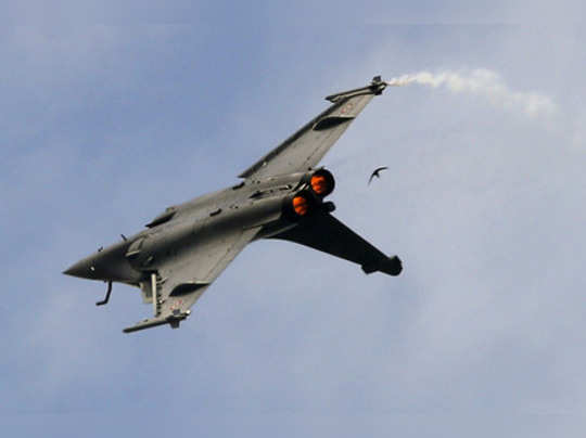 Le Bourget: A Dassault Rafale fighter jet performs his demonstration flight at P...