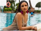 देखें, 'नागिन' Jasmin Bhasin की हॉट ऐंड बोल्ड तस्वीरें