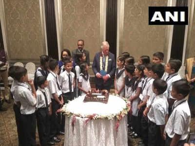 मुंबई में बच्चों के साथ प्रिंस चार्ल्स