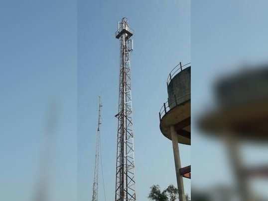 अवैध धंद्याविरुद्ध मोबाइल टॉवरवर ठिय्या