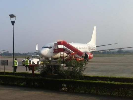 तीन विमानांची 'ईमरजेंसी लँडिंग'