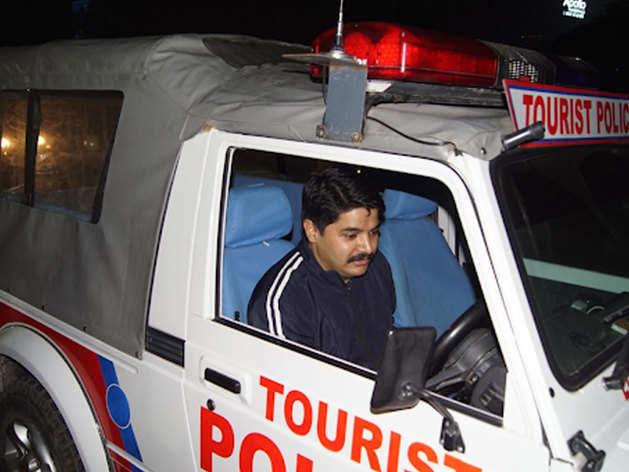 लखनऊ एसएसपी ने तोड़ा ट्रैफिक रूल