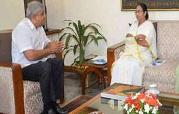 बंगाल सरकार द्वारा हेलिकॉप्टर नहीं दिए जाने पर ममता और राज्यपाल आमने-सामने