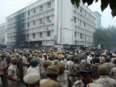 तीस हजारी कोर्ट में हिंसक झड़प की तस्वीर (फाइल फोटो)