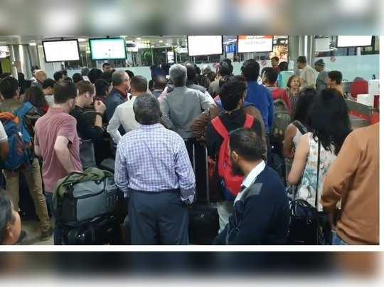 दिल्लीऐवजी मुक्काम विमानतळावरच