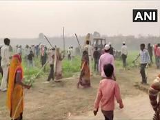 ट्रांस गंगा सिटी परियोजना: मुआवजे की मांग को लेकर किसानों का हंगामा, पुलिस से झड़प