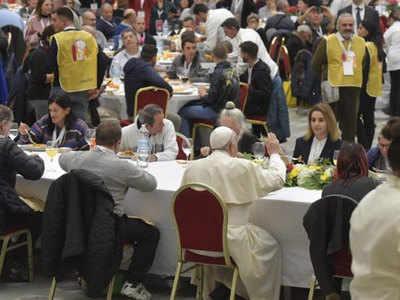1500 वंचितों को पोप ने दी दावत