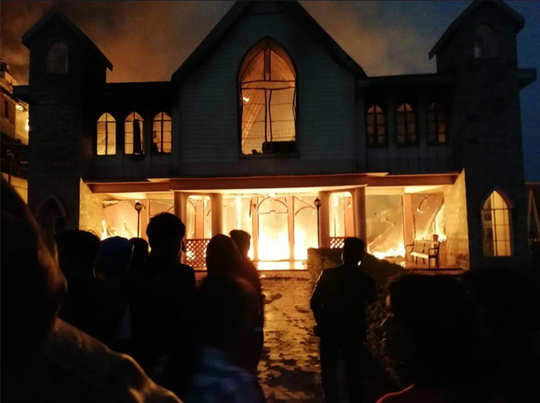 चर्च में लगी आग