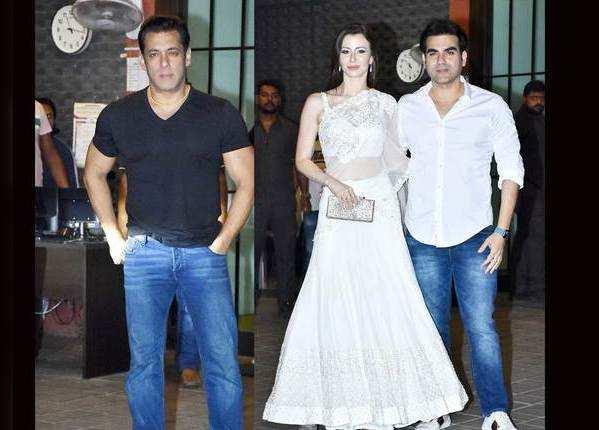 अर्पिता खान के घर पार्टी में पहुंचे स्टार्स