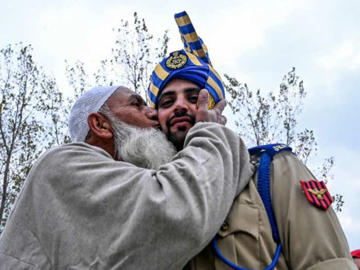 पटरी पर लौट रही कश्मीर में जिंदगी