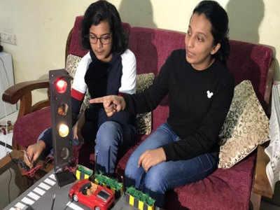 मुंबई की रहने वाली दो बहनों ने बनाई ब्लू सिग्नल लाइट