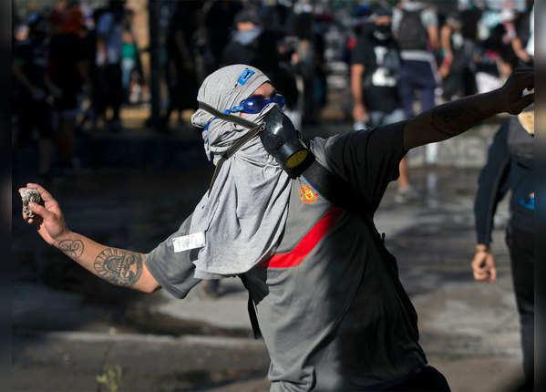 वोक अप चिली के नारों से गूंजा देश