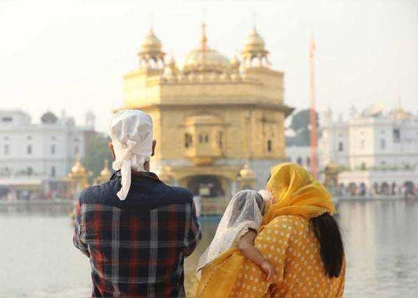 मंदिर परिसर में दिखे तीनों