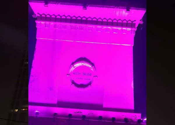 प्रमुख स्थलों पर गुलाबी रोशनी