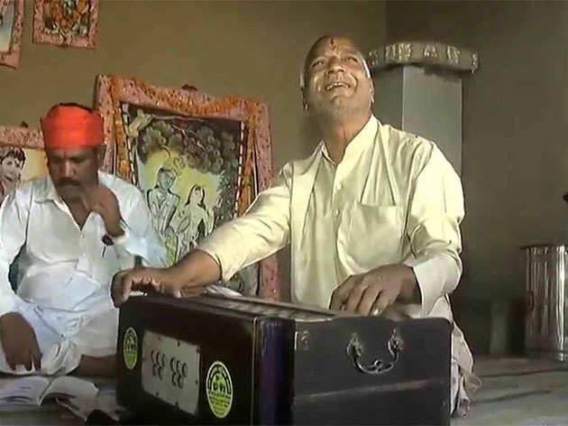 BHU में संस्कृत प्रोफेसर के पद पर नियुक्त फिरोज खान के पिता मंदिरों में गाते हैं भजन