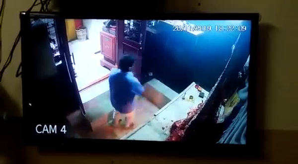 cctv visuals of robbery in abids durga bhavani temple