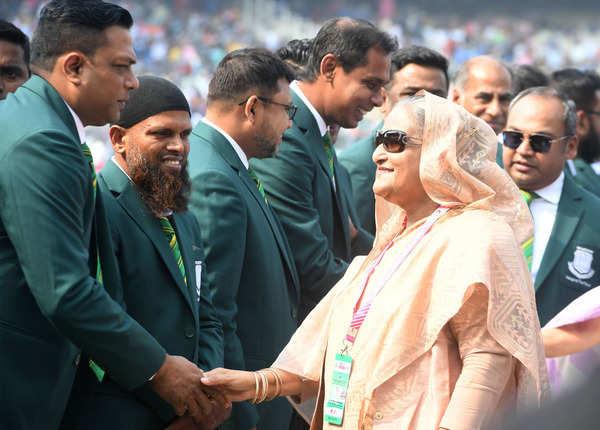 बांग्लादेश के पूर्व खिलाड़ी भी रहे मौजूद