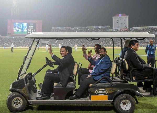 दिग्गज क्रिकेटर भी आए नजर