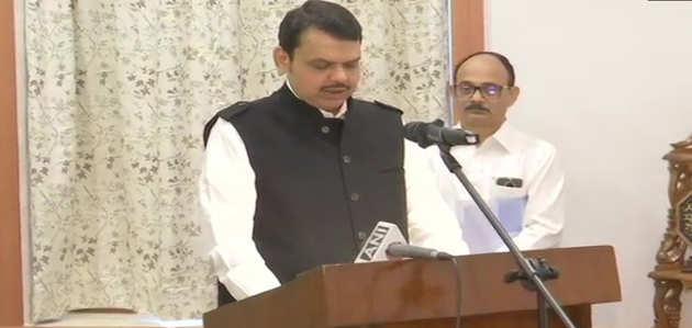 देवेंद्र फडणवीस ने महाराष्ट्र के मुख्यमंत्री पद की शपथ ली