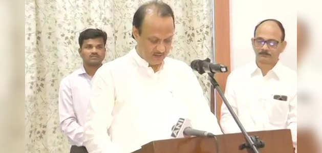अजित पवार ने महाराष्ट्र के डेप्युटी CM पद की शपथ ली
