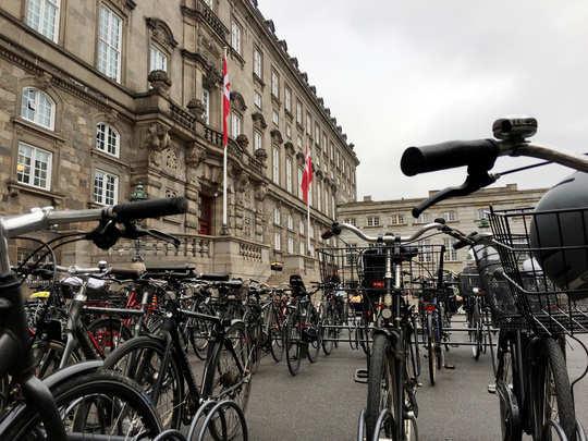 सायकलींच्या देशा