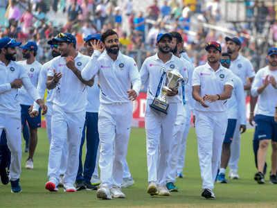 बांग्लादेश को हराने के बाद ईडन गार्डन्स में विक्ट्री लैप लगाती टीम इंडिया