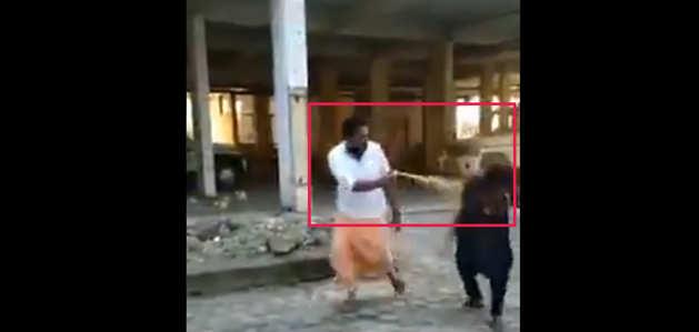 सबरीमाला मंदिर: दर्शन के लिए पहुंची महिला कार्यकर्ता पर मिर्च स्प्रे से हमला