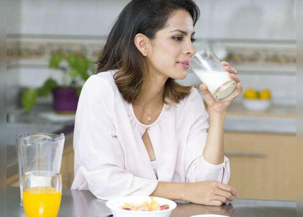 जानें, रोजाना दूध पीना सही है या नहीं