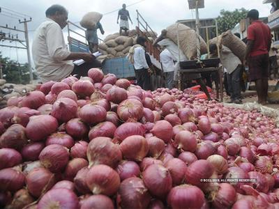 प्याज ने निकाले 'आंसू', मंडी में बिक रहा 100 रुपये किलो