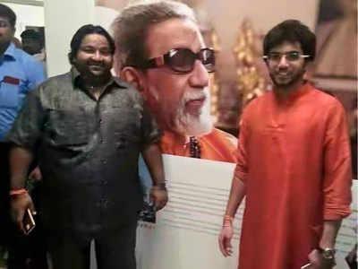 आदित्य ठाकरे के साथ रमेश सोलंकी। (फोटो-ट्विटर)