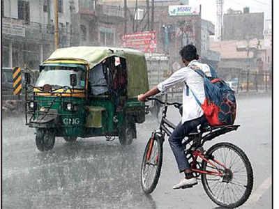 दिल्ली-एनसीआर में बारिश से साफ हुई हवा।