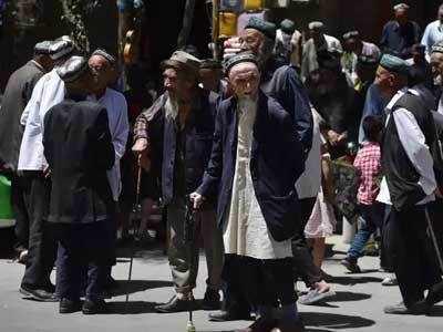 चीन ने करीब 10 लाख उइगर मुस्लिमों को डिटेंशन सेंटरों में कैद कर रखा है