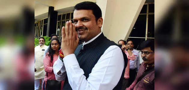 मुंबई: फडणवीस ने मुख्यमंत्री का बंगला खाली करना शुरू किया
