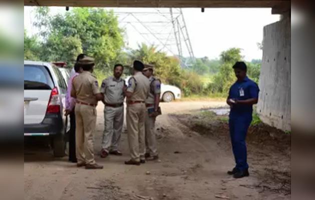 हैदराबाद डॉक्टर रेप-मर्डर: पीड़िता के परिवार को दौड़ाती रही पुलिस, मां बोली-जिंदा जलाए जाएं हत्यारे