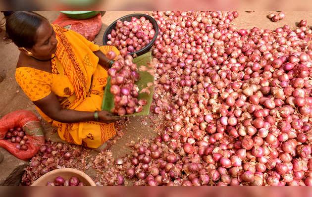 प्याज के दाम 100 रुपये के पार, जनता और सरकार दोनों परेशान