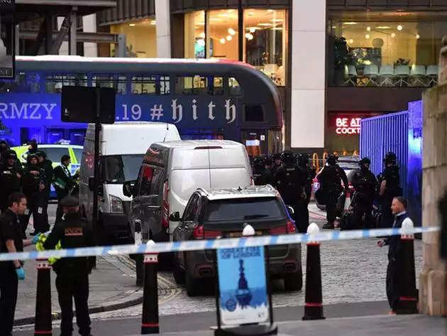 आतंकी हमला: पुलिस ने किया हमलावर को ढेर