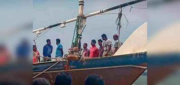 नाव चुराकर भागे बंधक बनाए गए भारतीय मछुआरे, पहुंचे स्वदेश